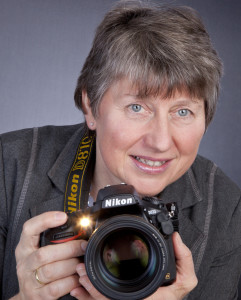 Portrait E. Glatzer mit Kamera