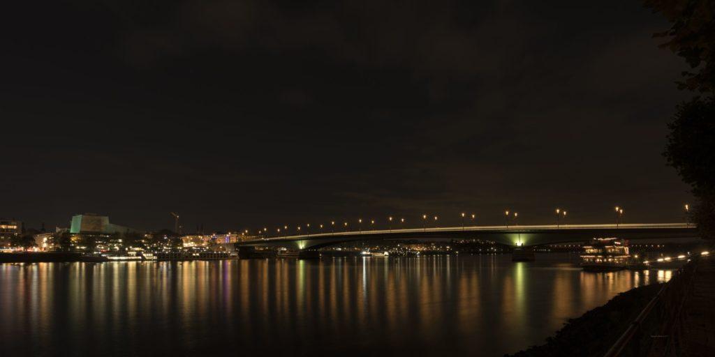 Bonn, Kennedybrücke / Nachtaufnahme / Fotograf: Elke Glatze