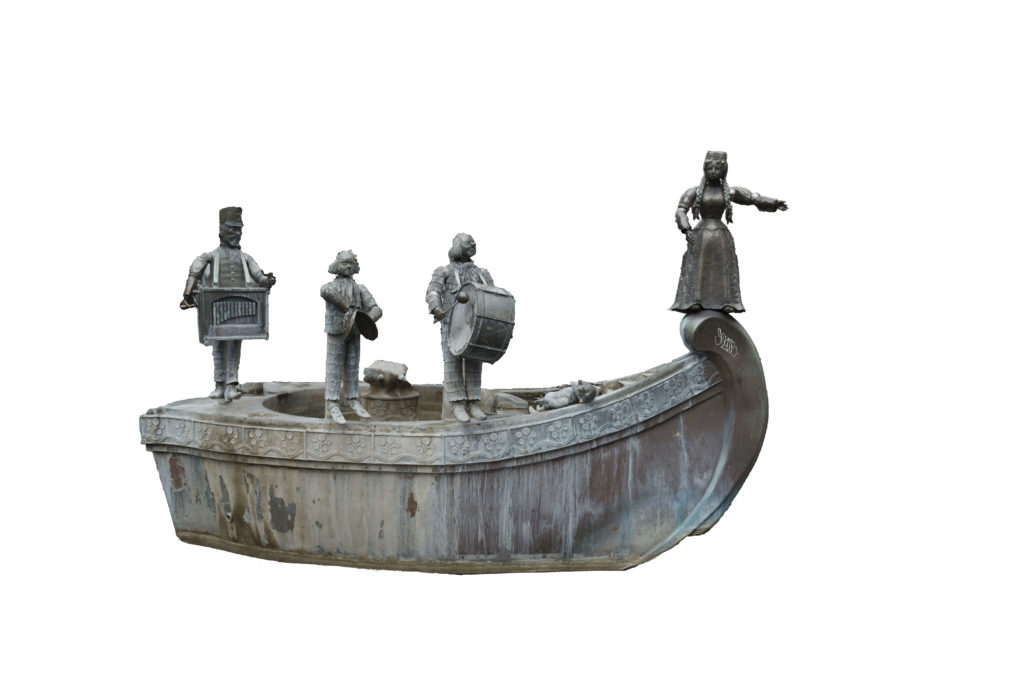Schiff mit typisch kölschen Figuren