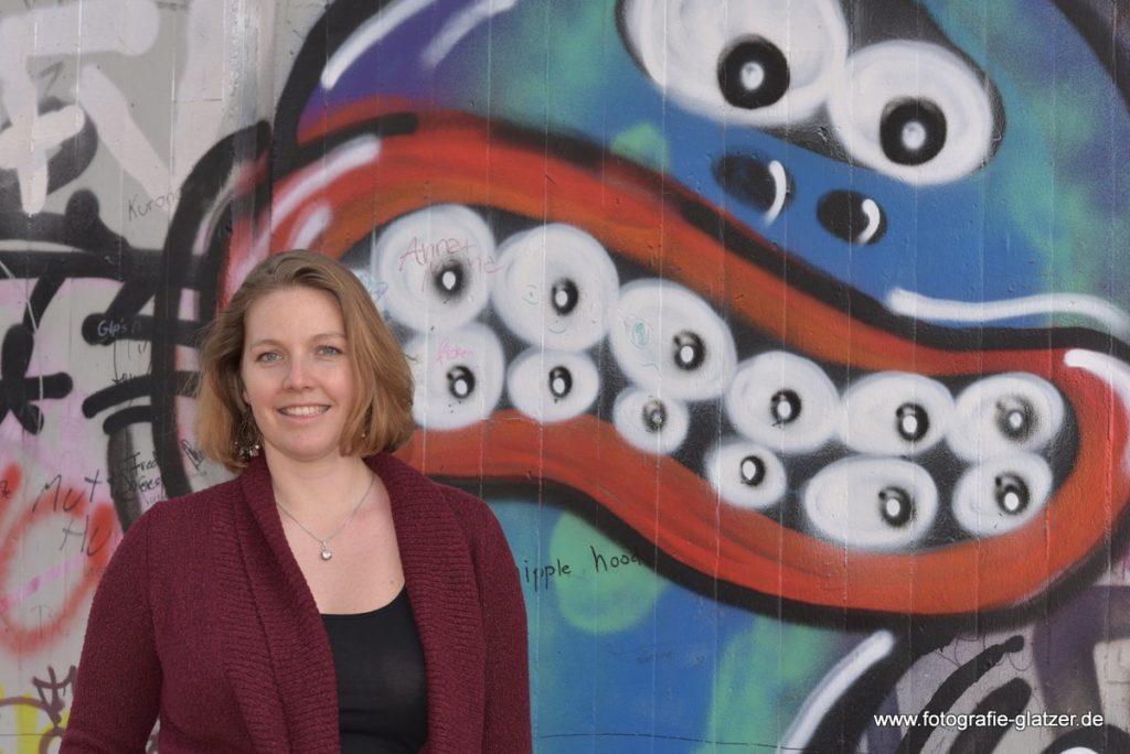 Portrait mit Graffiti - die Schöne und das Biest