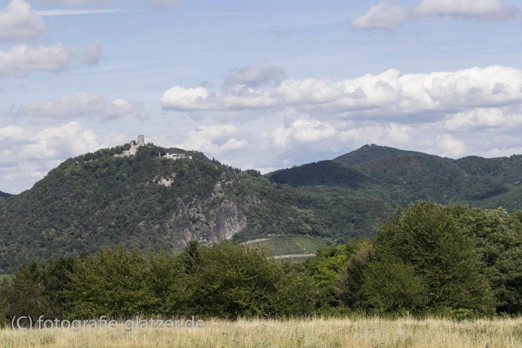 Ansicht des Drachenfels und der Wolkenburg vom Rodderberg aus