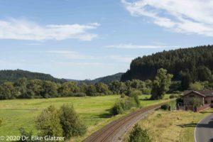 Blick von der Bahnbrücke nach Süden, Richtung Gerolstein.